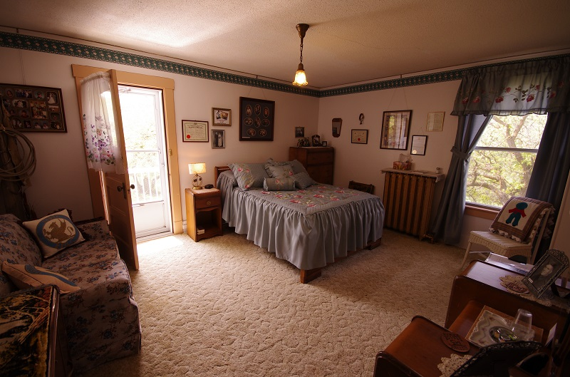 Keith & Helen guest bedroom dedicated to 3rd generation Keith and family at Historic Reesor Ranch.