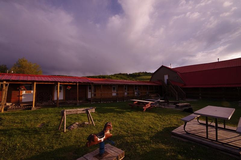 Old Log Barn Barnyard and firepit at Historic Reesor Ranch