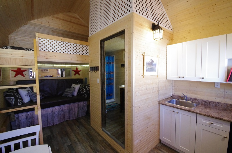 Frontier Cabin kitchen, bathroom and double bunkbeds