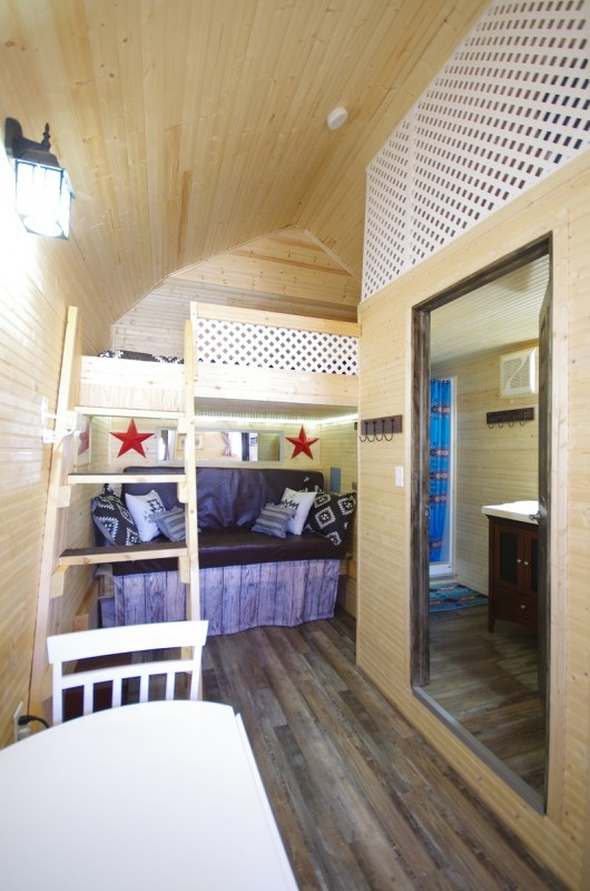 Frontier Cabin double bunkbeds and bathroom