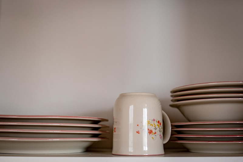 Dishes, utensilts and pots/pans supplied